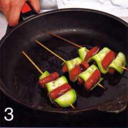 Кабачки, жаренные с колбасками